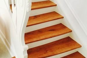 Aufarbeitung Treppe mit abgerundeter Stufe