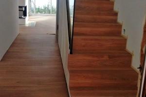 Parkett Neuverlegung Treppe mit Glasgeländer Frankfurt Riedberg